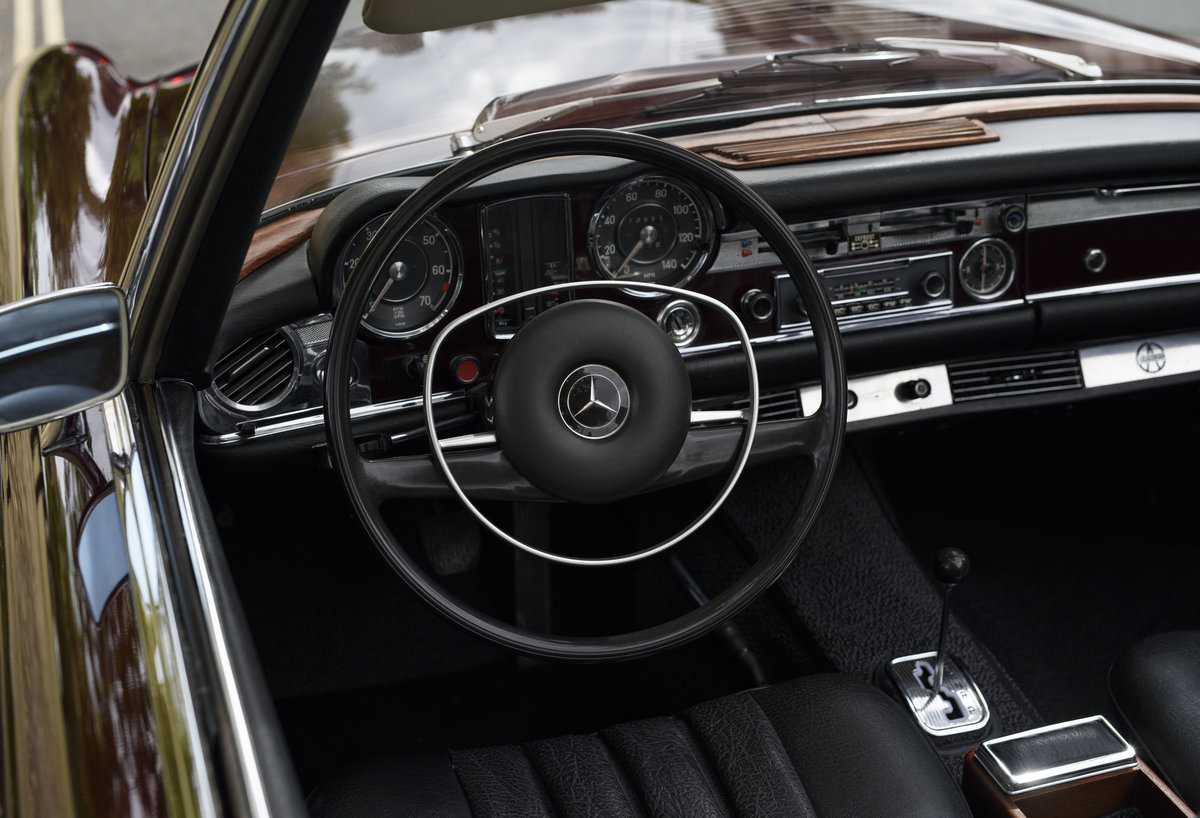 1969 Mercedes-Benz 280SL Pagoda (LHD) For Sale In London For Sale (picture 11 of 24)