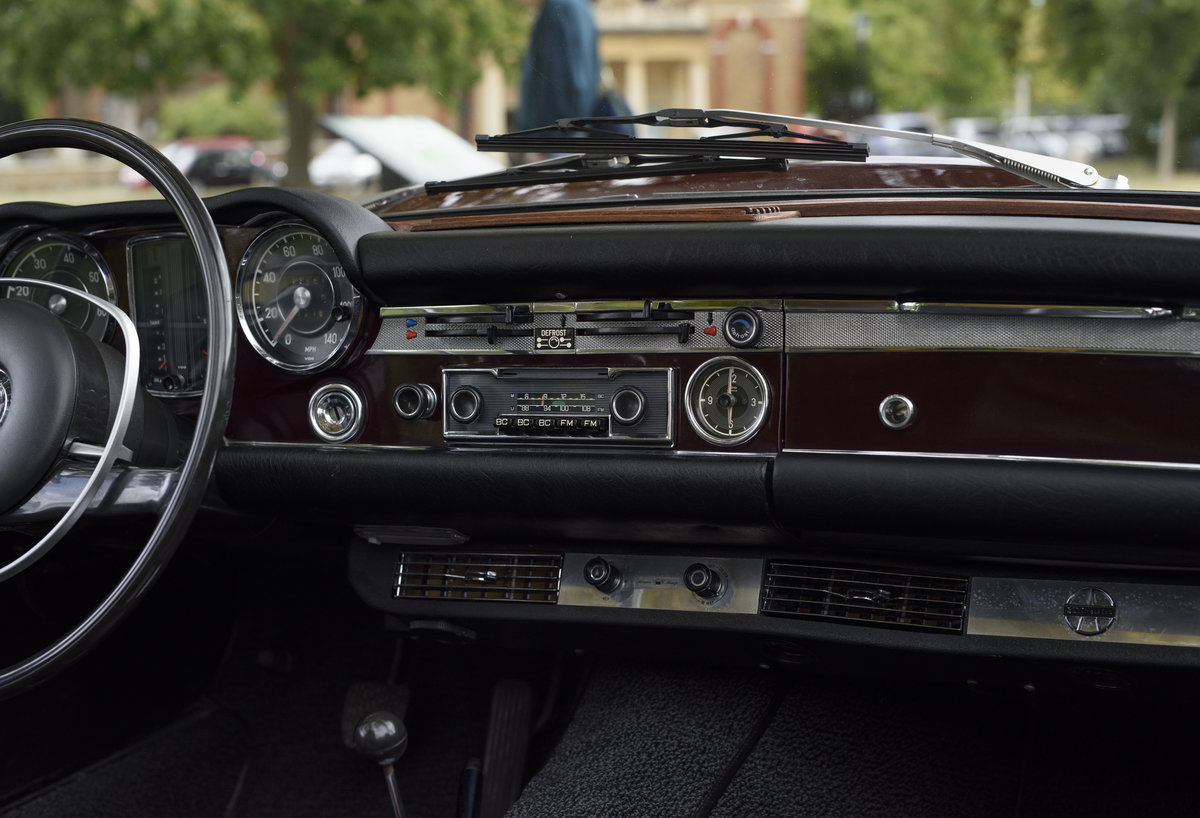 1969 Mercedes-Benz 280SL Pagoda (LHD) For Sale In London For Sale (picture 13 of 24)