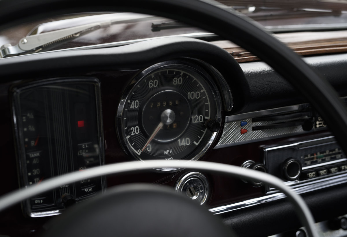 1969 Mercedes-Benz 280SL Pagoda (LHD) For Sale In London For Sale (picture 15 of 24)