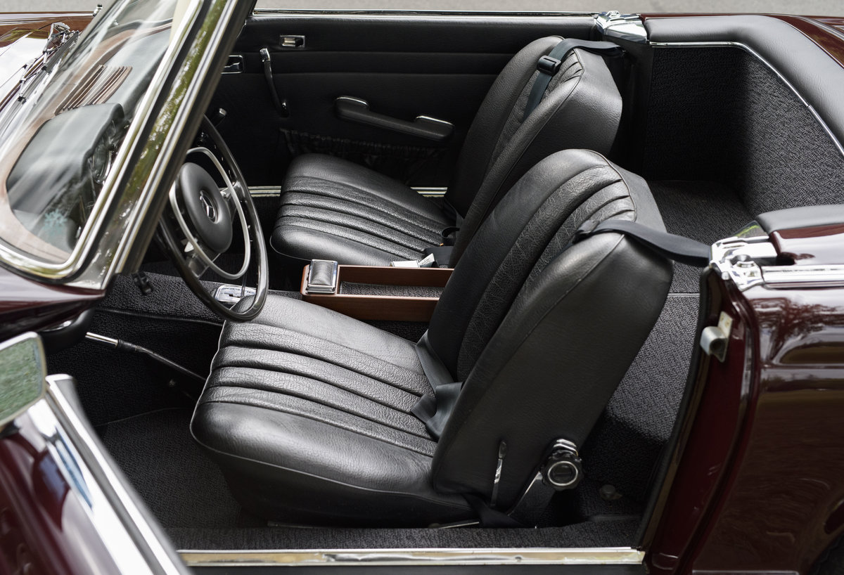 1969 Mercedes-Benz 280SL Pagoda (LHD) For Sale In London For Sale (picture 17 of 24)