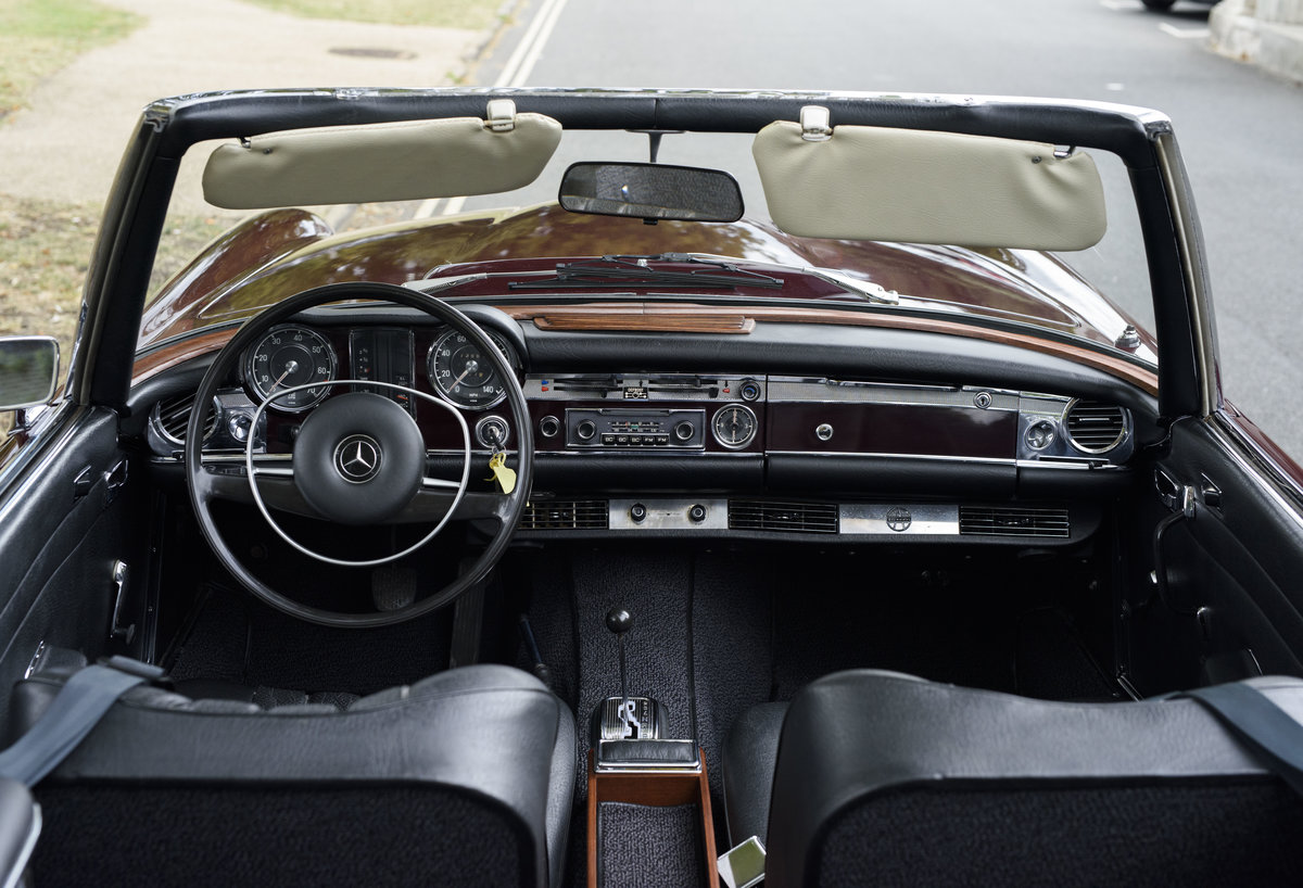 1969 Mercedes-Benz 280SL Pagoda (LHD) For Sale In London For Sale (picture 20 of 24)