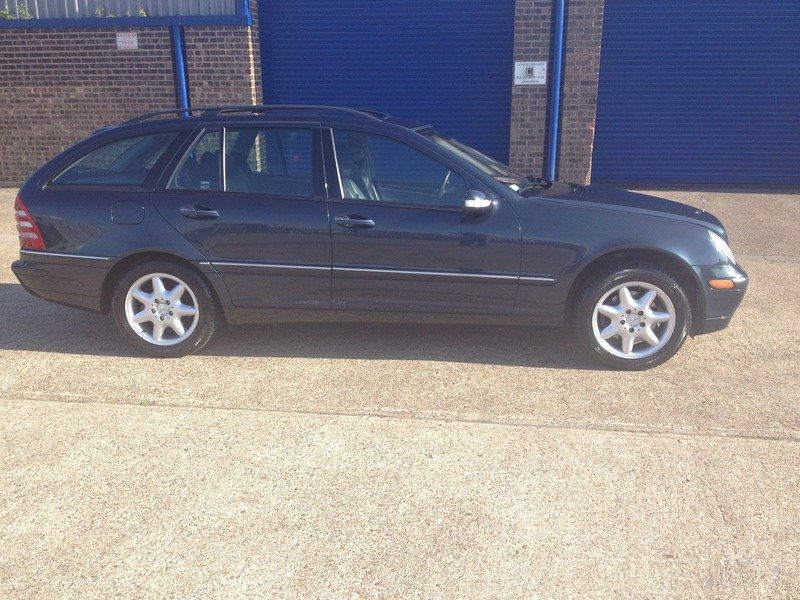 2001 Mercedes 320 Estate - LHD SOLD (picture 2 of 6)