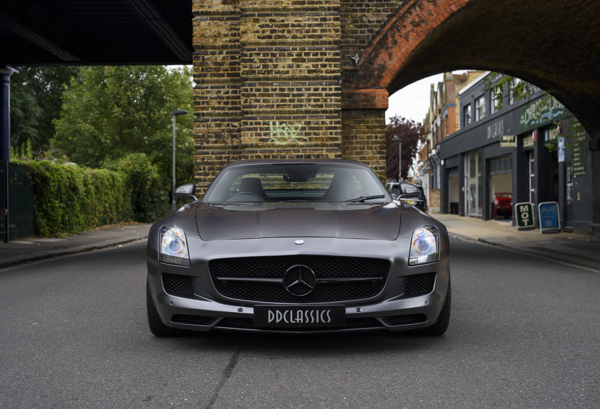 2010 Mercedes-Benz SLS AMG (RHD) for sale in London For Sale (picture 7 of 24)