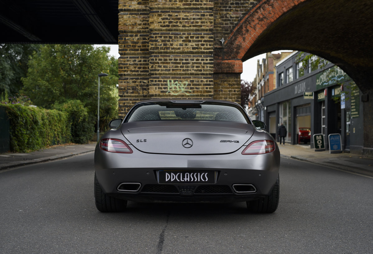 2010 Mercedes-Benz SLS AMG (RHD) for sale in London For Sale (picture 8 of 24)