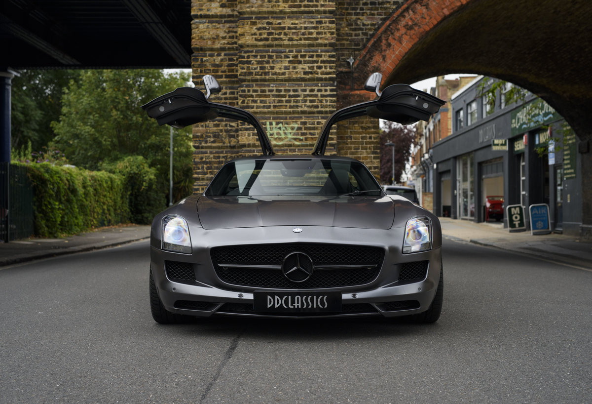 2010 Mercedes-Benz SLS AMG (RHD) for sale in London For Sale (picture 9 of 24)