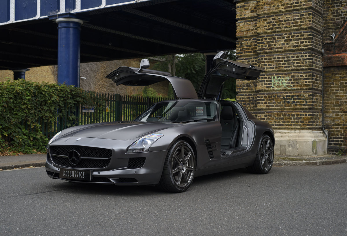 2010 Mercedes-Benz SLS AMG (RHD) for sale in London For Sale (picture 10 of 24)