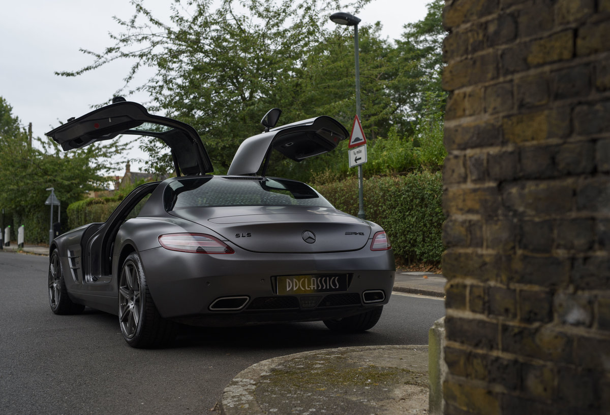 2010 Mercedes-Benz SLS AMG (RHD) for sale in London For Sale (picture 11 of 24)