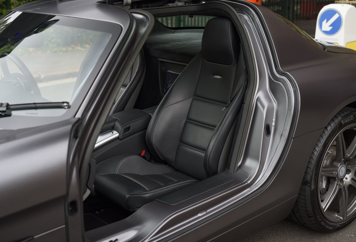 2010 Mercedes-Benz SLS AMG (RHD) for sale in London For Sale (picture 19 of 24)