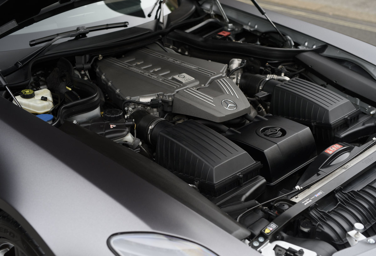 2010 Mercedes-Benz SLS AMG (RHD) for sale in London For Sale (picture 22 of 24)