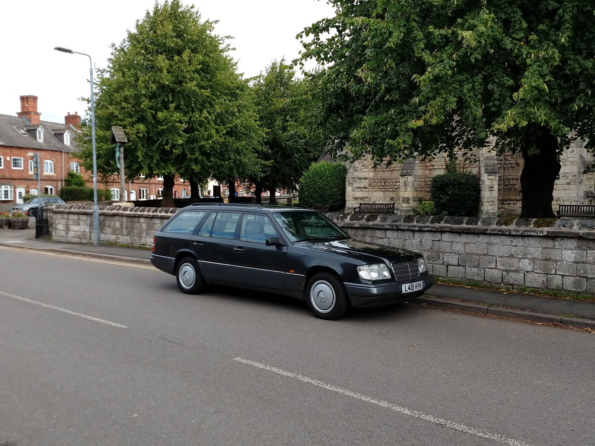 1994 Mercedes w124 e220 estate black 7 seats 118k SOLD (picture 1 of 6)
