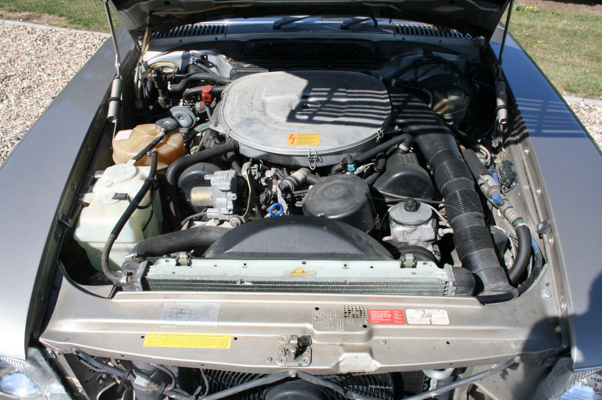 1988 Mercedes-Benz 560 SL AUTO. 2 owner from new.46,000 miles For Sale (picture 4 of 6)