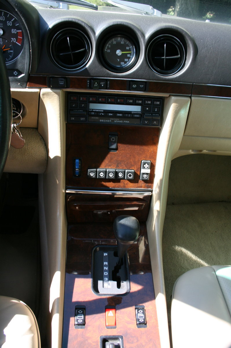 1988 Mercedes-Benz 560 SL AUTO. 2 owner from new.46,000 miles For Sale (picture 5 of 6)