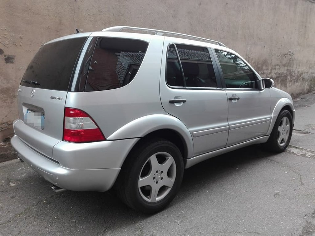 2001 MERCEDES ML 55 AMG SERVICE BOOK ONLY 7900 EURO For Sale (picture 2 of 4)