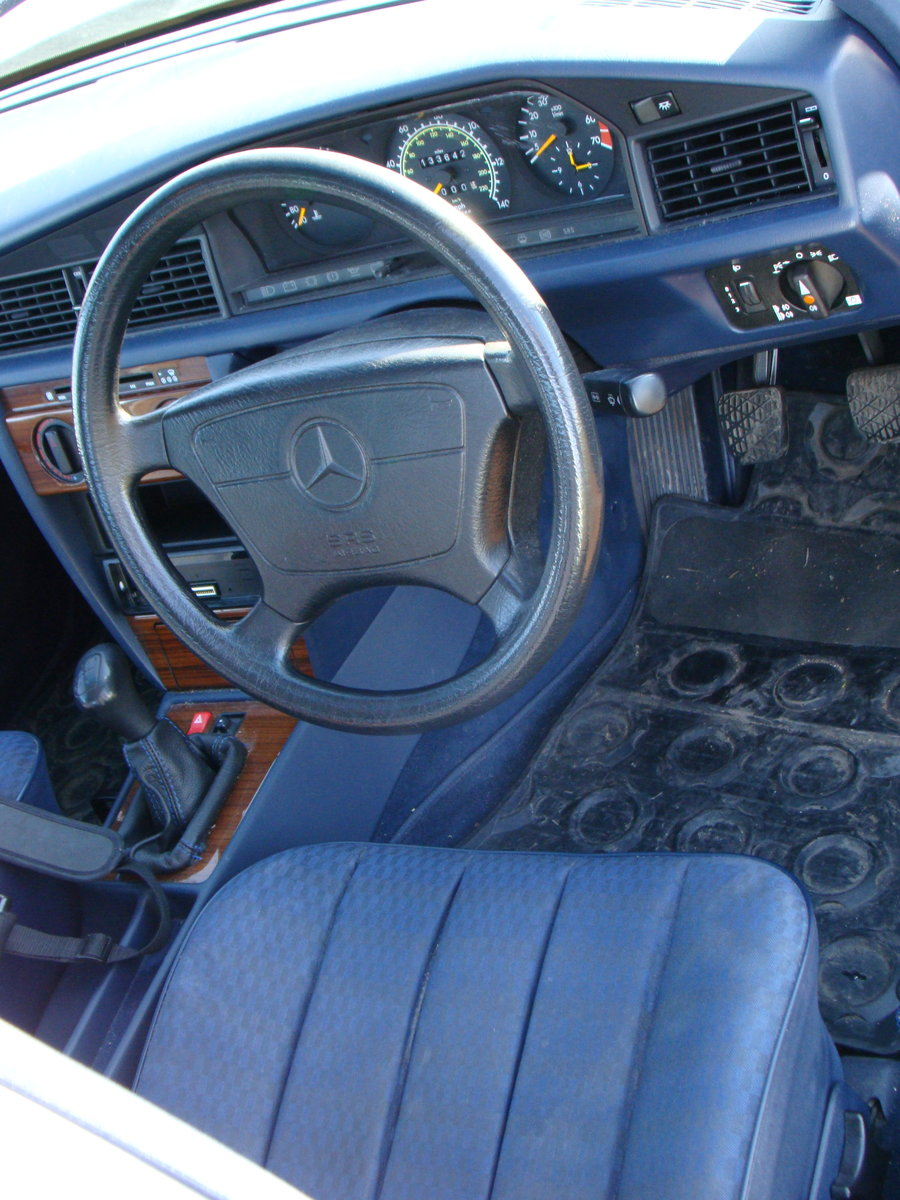 1993 Mercedes 190E 1.8 petrol manual SOLD (picture 5 of 6)