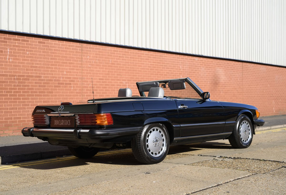 1988 Mercedes-Benz 560SL (LHD) For sale in London For Sale (picture 3 of 21)