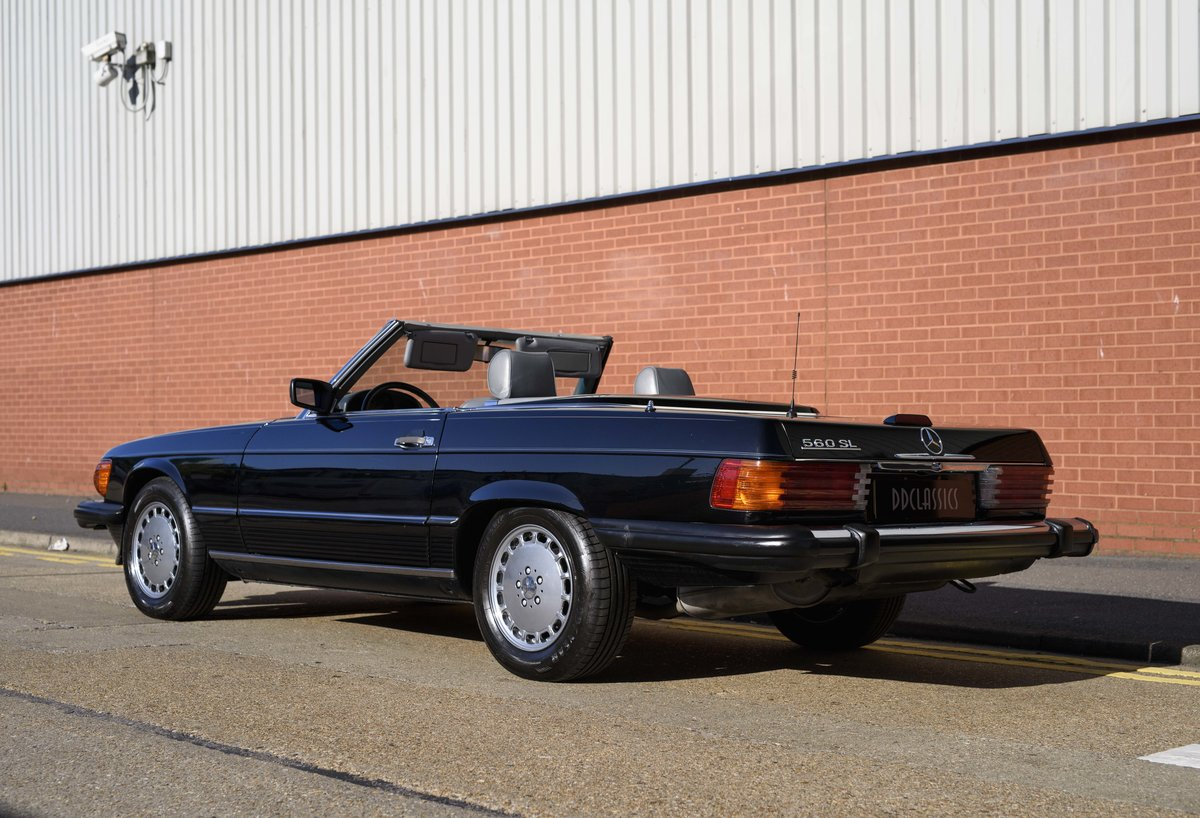1988 Mercedes-Benz 560SL (LHD) For sale in London For Sale (picture 4 of 21)