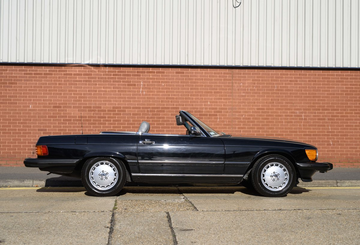 1988 Mercedes-Benz 560SL (LHD) For sale in London For Sale (picture 5 of 21)
