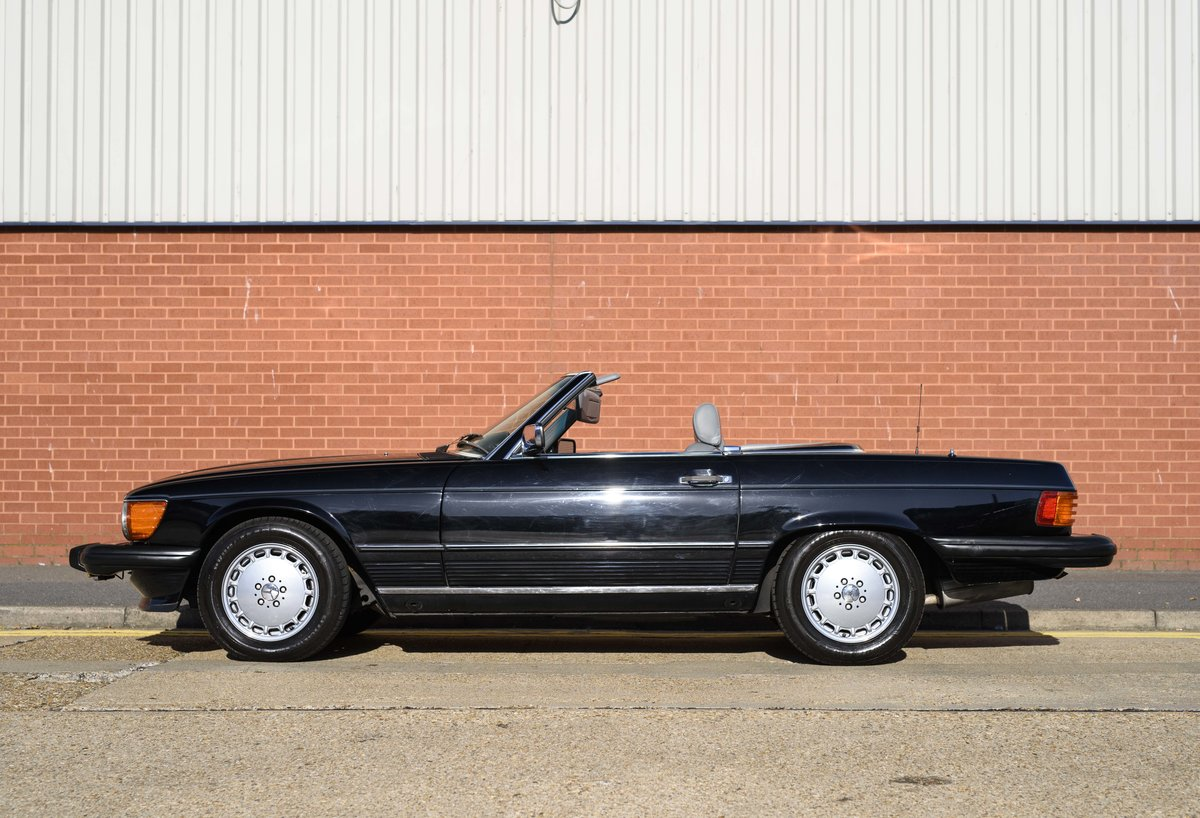 1988 Mercedes-Benz 560SL (LHD) For sale in London For Sale (picture 6 of 21)