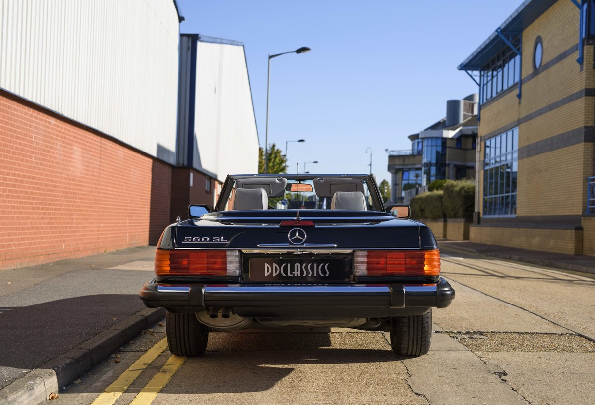 1988 Mercedes-Benz 560SL (LHD) For sale in London For Sale (picture 8 of 21)