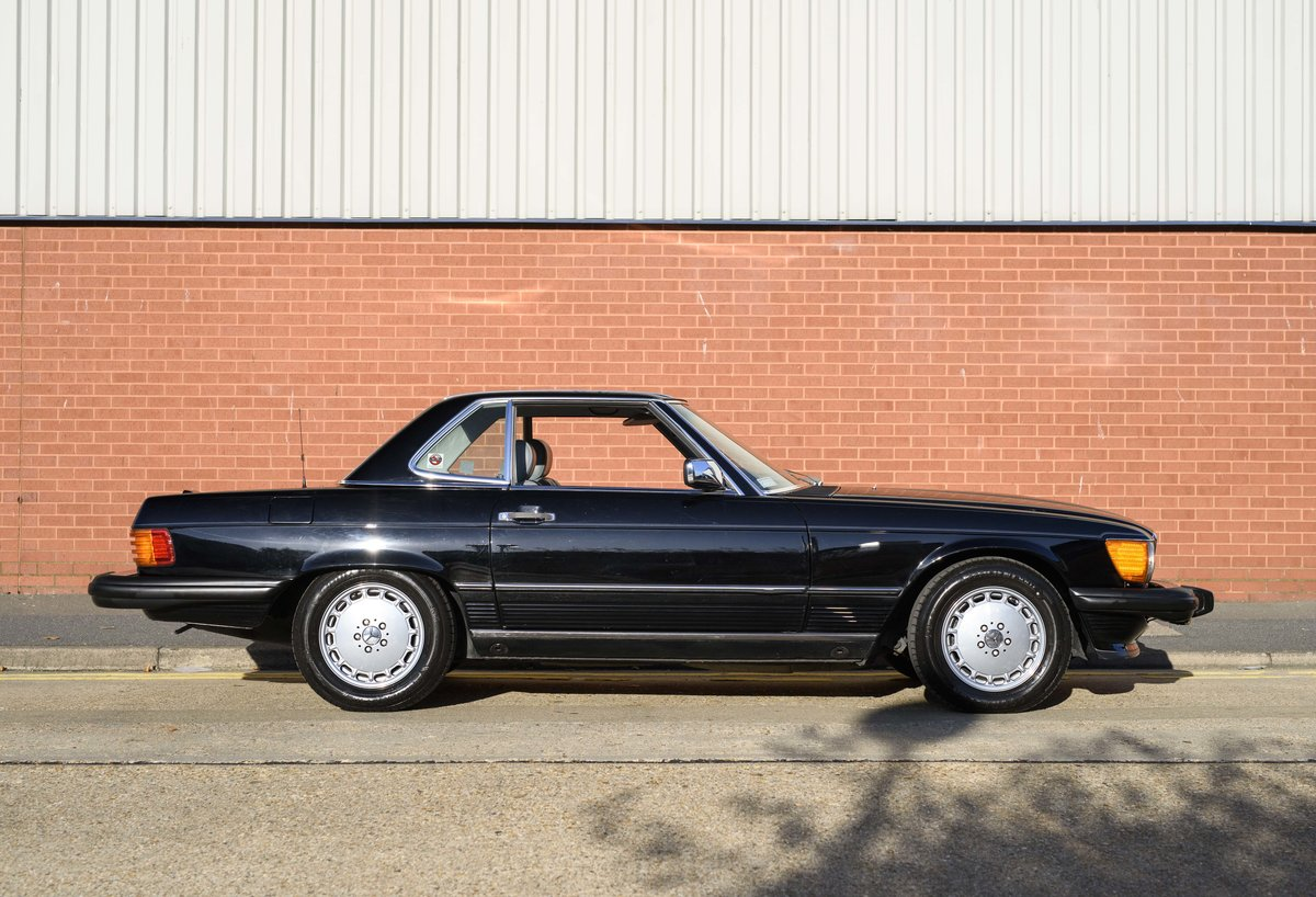 1988 Mercedes-Benz 560SL (LHD) For sale in London For Sale (picture 10 of 21)