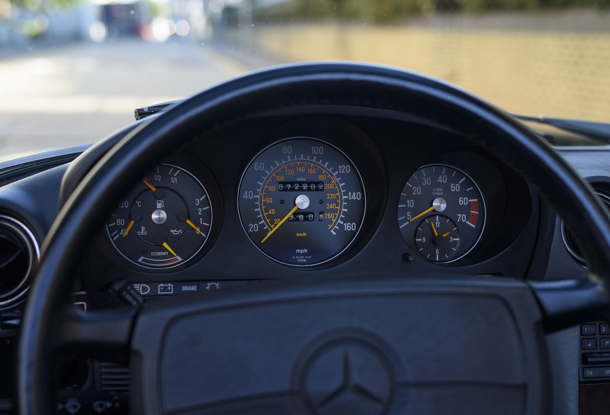 1988 Mercedes-Benz 560SL (LHD) For sale in London For Sale (picture 15 of 21)