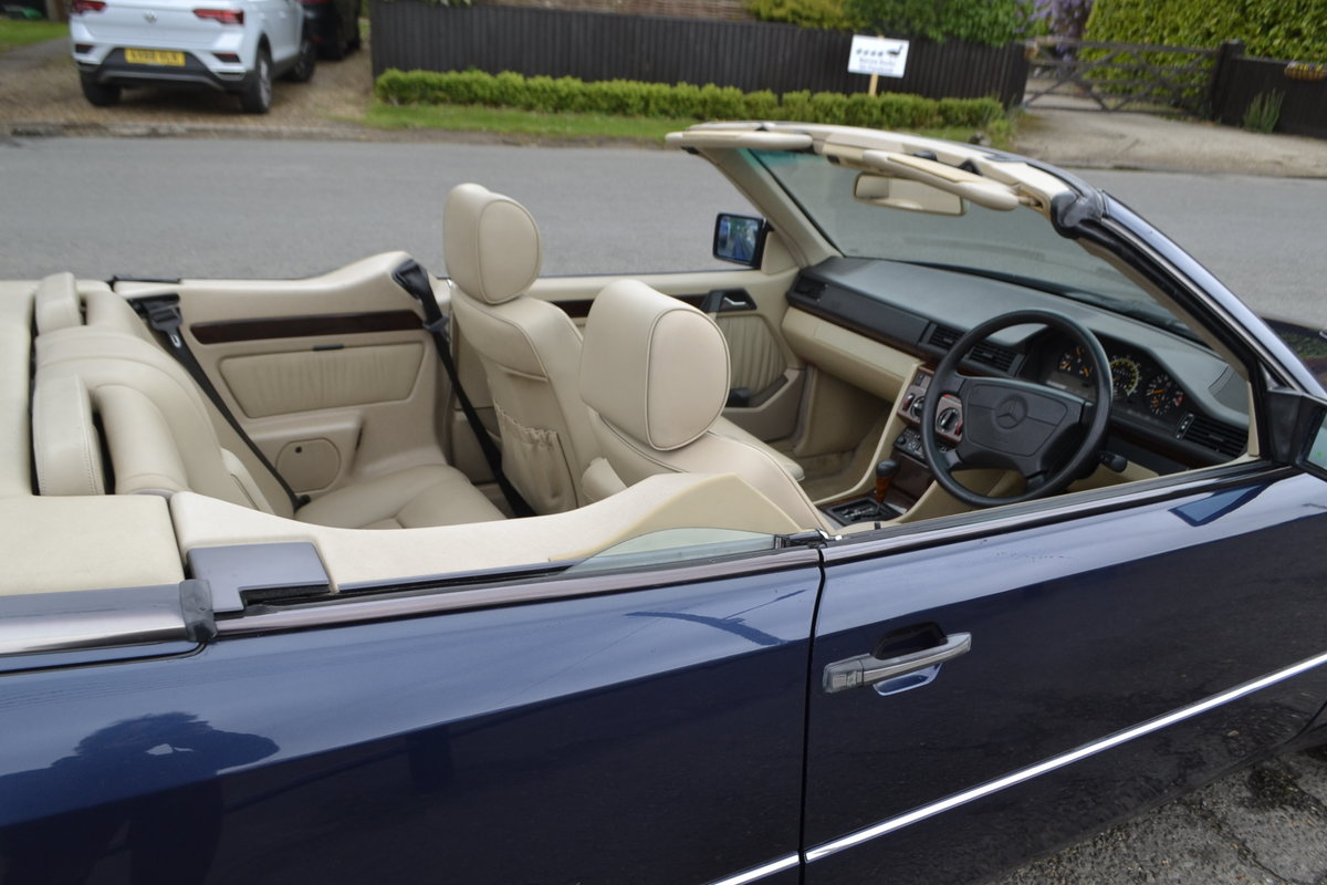 1996 Mercedes E220 Cabriolet – 4 seater For Sale (picture 15 of 19)