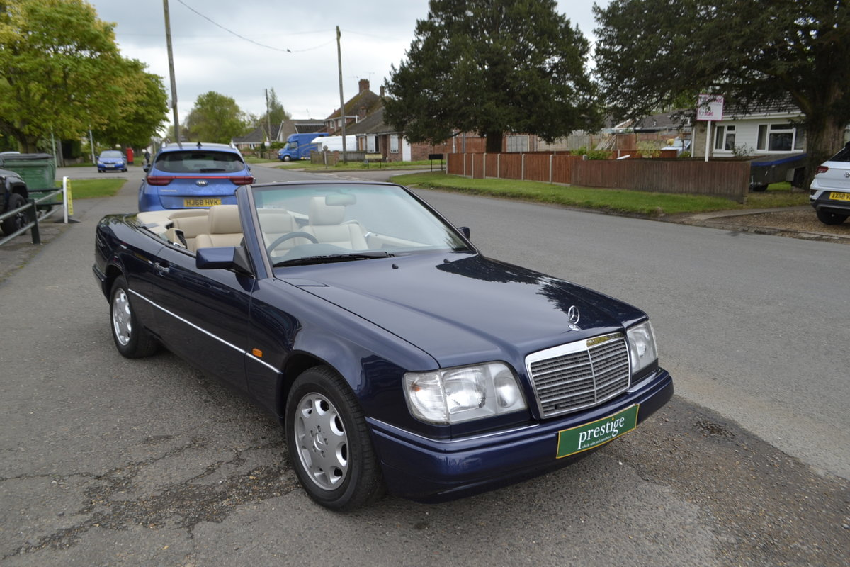 1996 Mercedes E220 Cabriolet – 4 seater For Sale (picture 18 of 19)