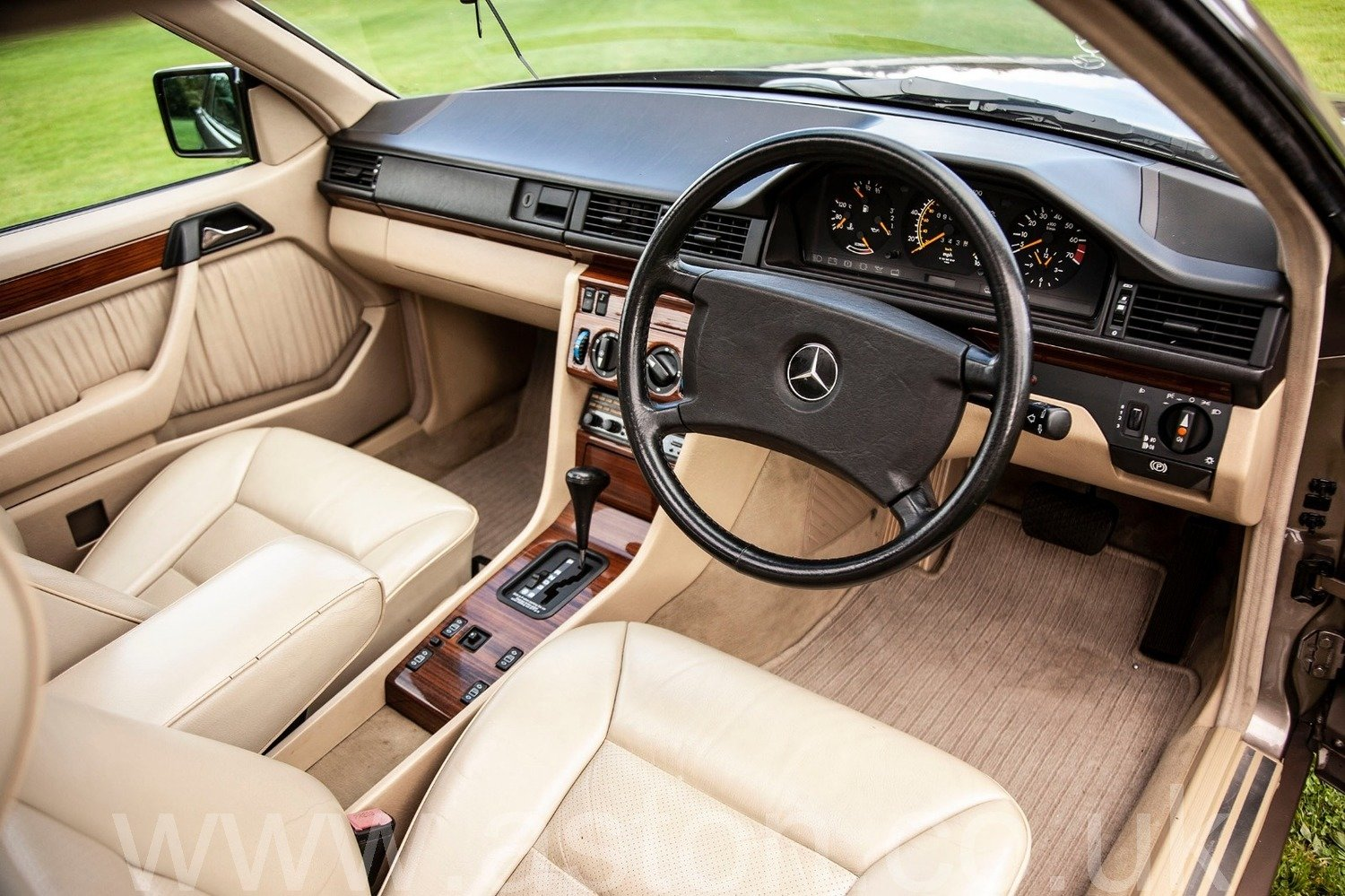 1990 MERCEDES BENZ 300CE AUTO COUPE For Sale (picture 3 of 6)