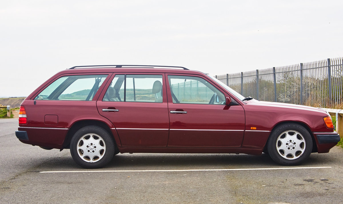 1992 Mercedes Benz 300TE W124 For Sale (picture 1 of 6)