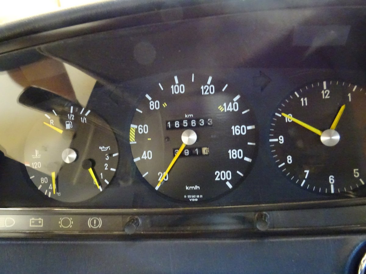 1980 Mercedes-Benz 230 CE (C123) For Sale (picture 4 of 6)