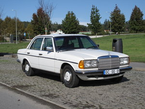 1977 Mercedes-Benz 240d W123 - 85.000 Km RHD