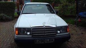 1988 Mercedes 260E W124 Arctic White