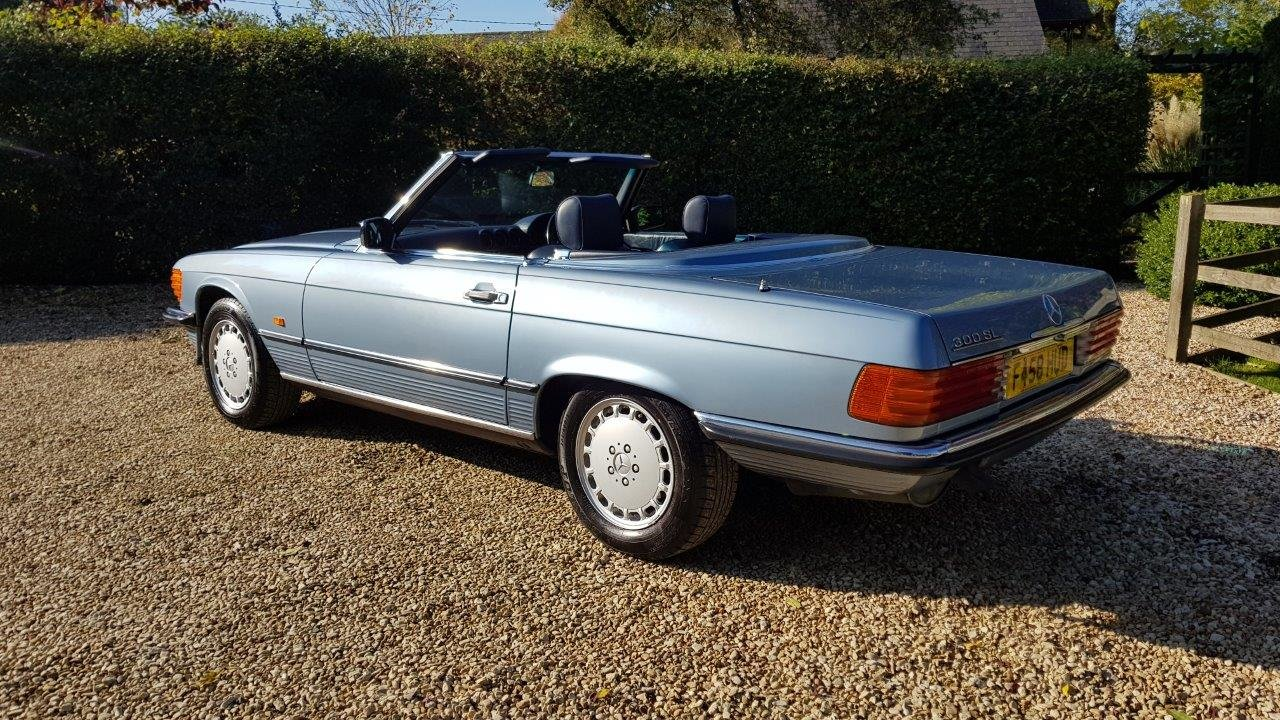 1988 Mercedes 300SL R107 -Family owned, full MB dealer s/h For Sale (picture 2 of 6)