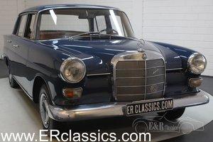 Mercedes-Benz 200 Heckflosse 1967 Mittelblau paint