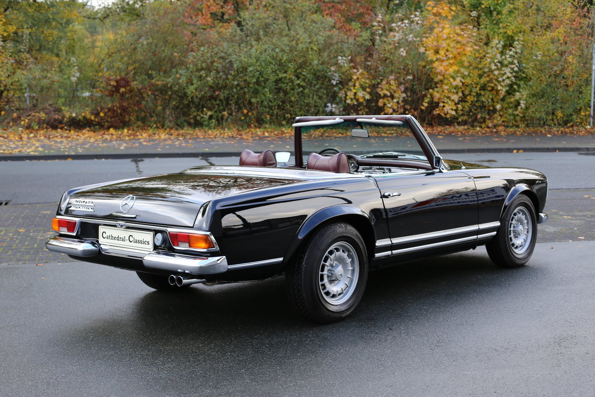 A fully restored, early production 1968 W113 Mercedes 280 SL For Sale (picture 3 of 6)