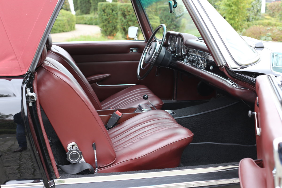 A fully restored, early production 1968 W113 Mercedes 280 SL For Sale (picture 5 of 6)