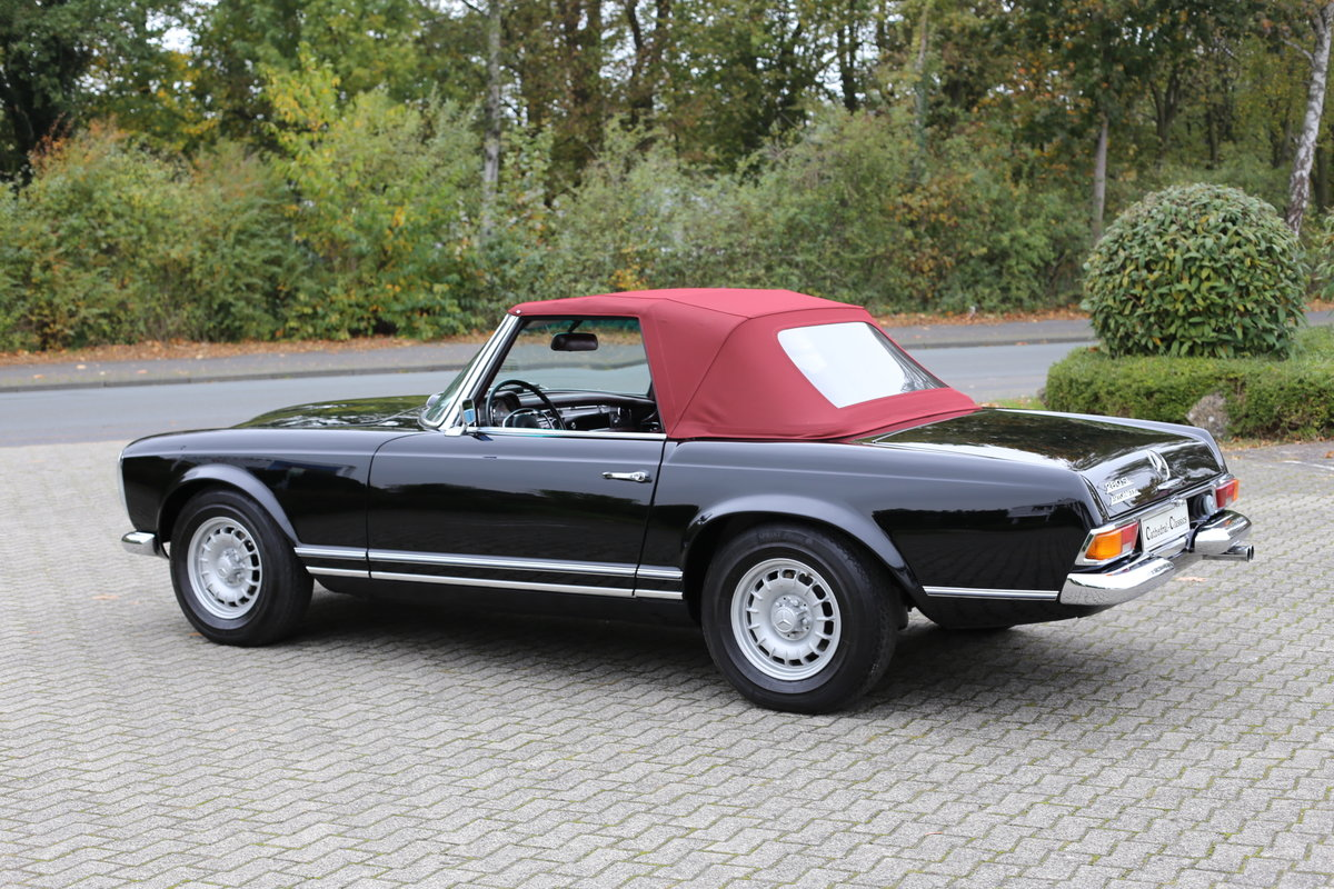 A fully restored, early production 1968 W113 Mercedes 280 SL For Sale (picture 6 of 6)