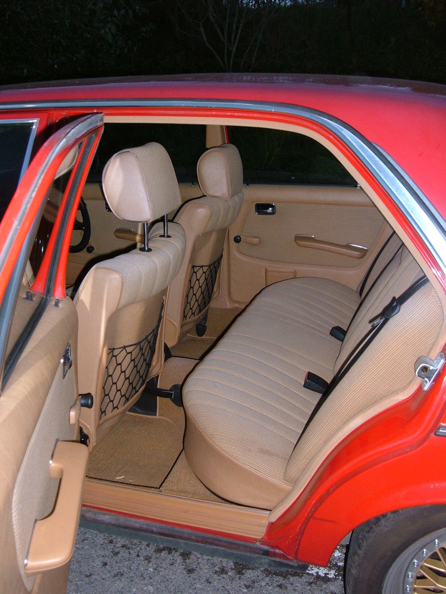 1983 Mercedes W123 200 Manual For Sale (picture 5 of 6)
