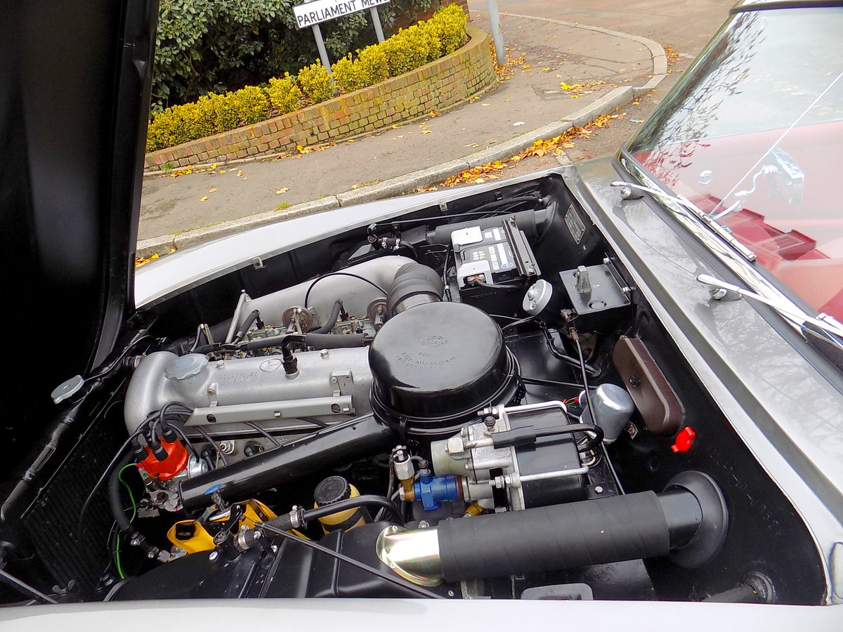 1960 MERCEDES 190 SL ROADSTER - LHD - RESTORED SOLD (picture 4 of 6)