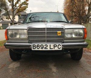 1984 Mercedes Benz 230 E W123 230E Silver For Sale