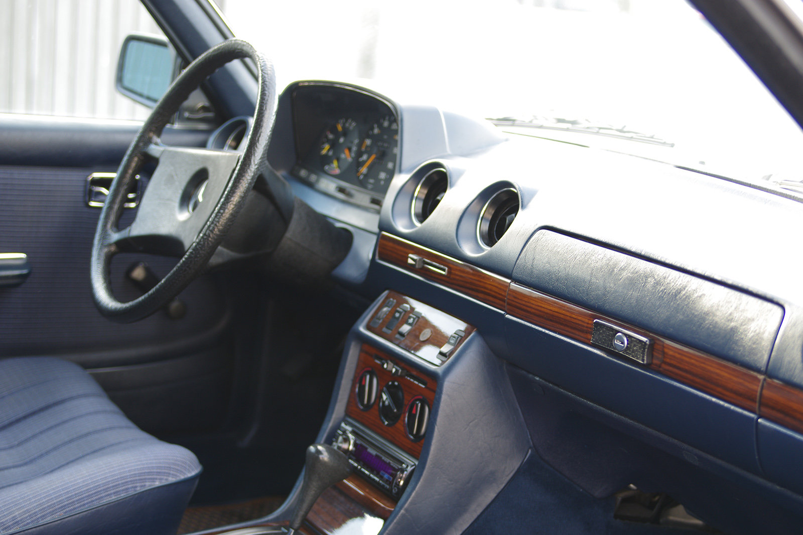 1983 Mercedes-Benz 230 CE - C123 - LHD - only 3 owners in 35 year SOLD (picture 4 of 6)