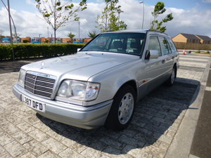 1994 MERCEDESW124 E300D ESTATE  VERY LOW MILEAGE SHOW CAR
