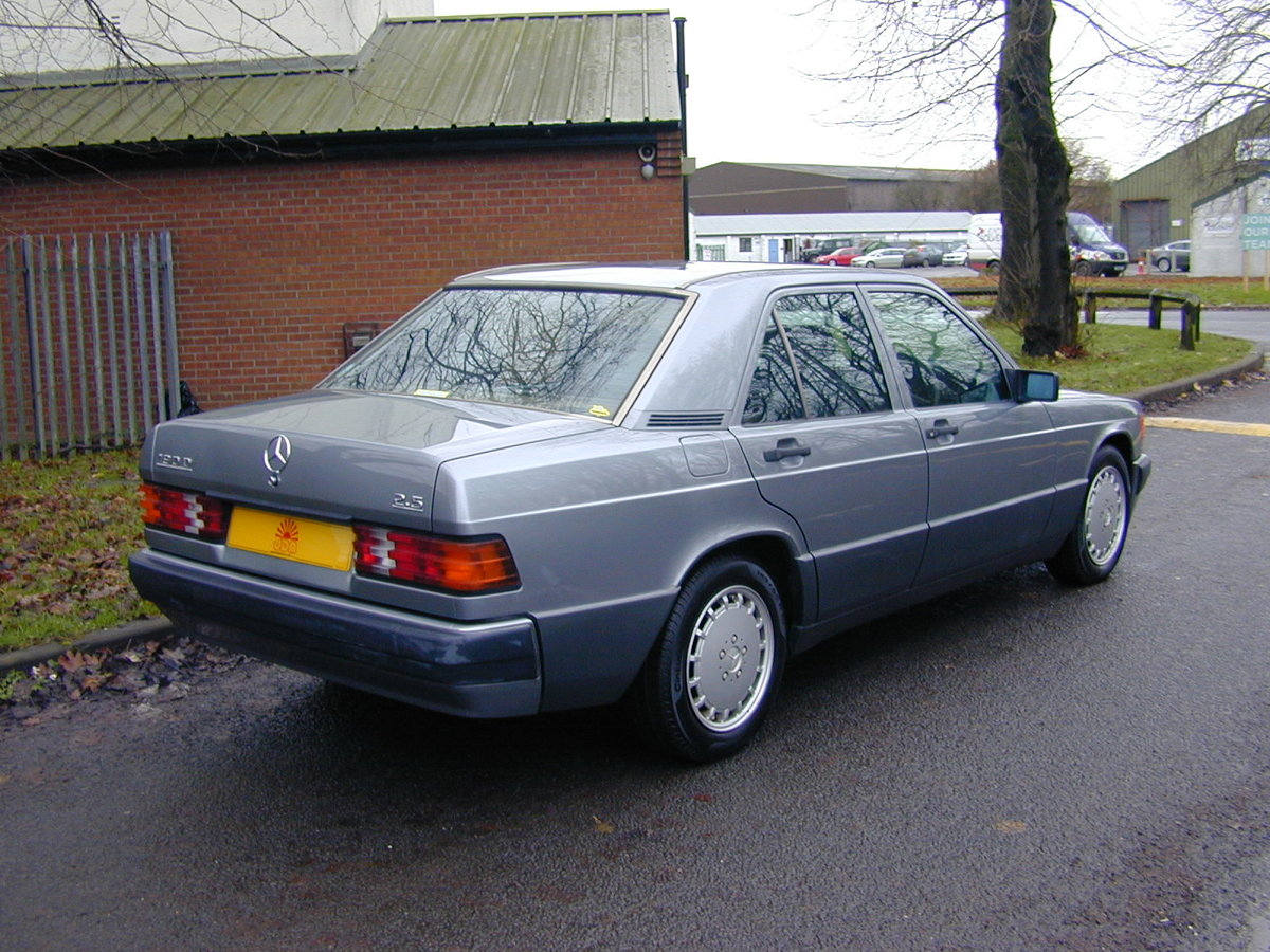 1990 MERCEDES BENZ 190 2.5d DIESEL AUTOMATIC RHD - EX JAPAN! For Sale (picture 3 of 6)