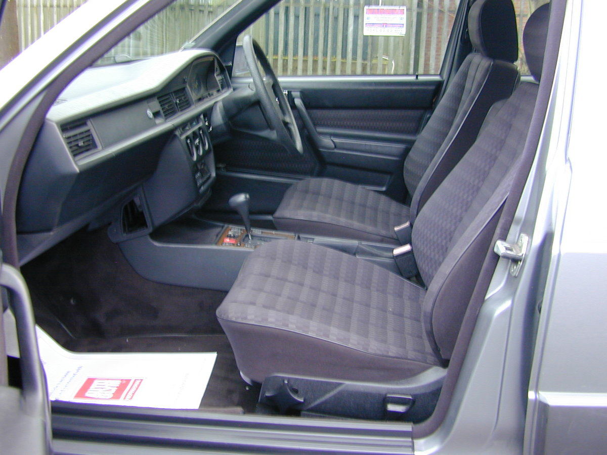 1990 MERCEDES BENZ 190 2.5d DIESEL AUTOMATIC RHD - EX JAPAN! For Sale (picture 4 of 6)