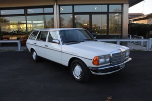 1981 Merceds benz 200 t station wagon - book service For Sale