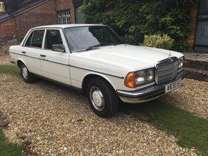 1983 W123 280E in Classic White. Beautiful  For Sale