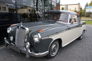 1960 Mercedes MB220SE Coupe with sunroof