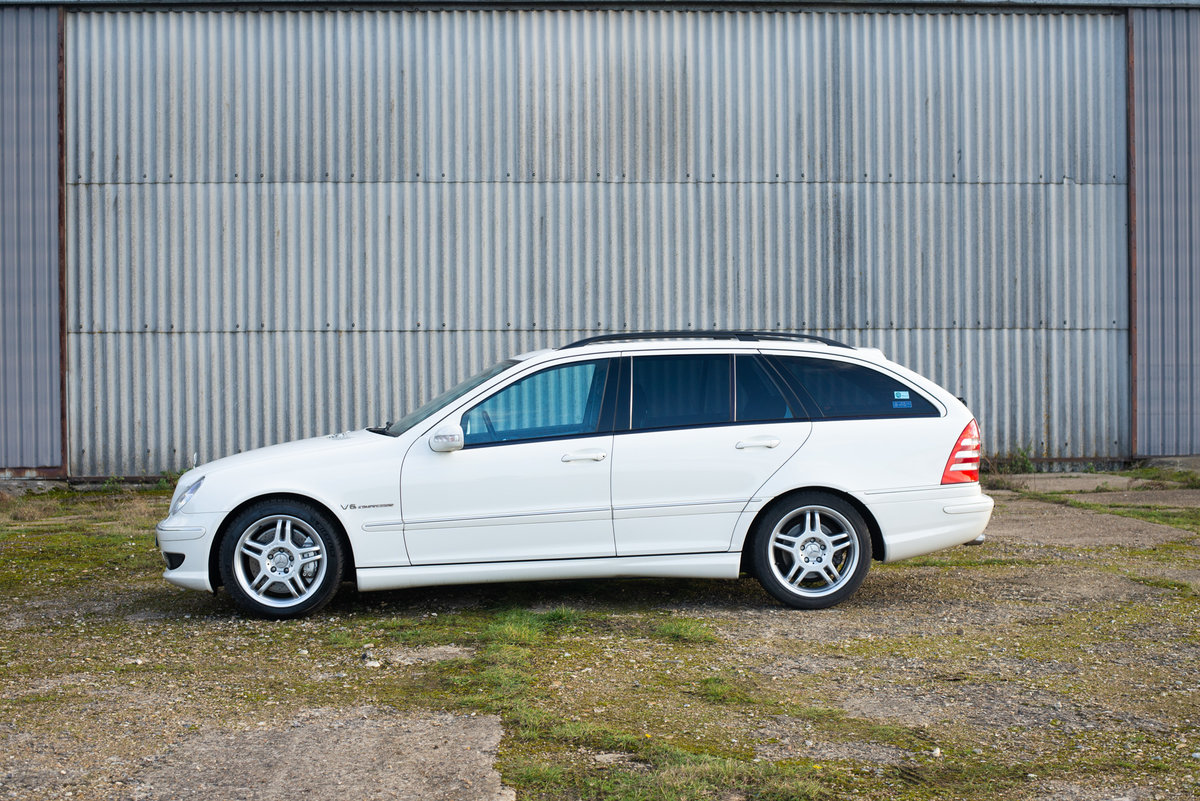 2004 Mercedes C32 AMG Estate - 42k Miles - Exceptional SOLD (picture 2 of 6)