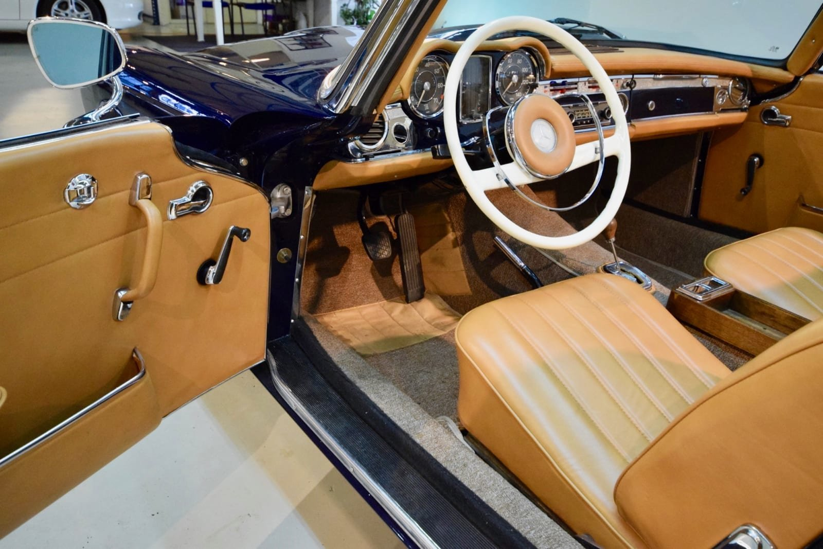 Mercedes-Benz 230 SL Pagode 1964 For Sale by Auction (picture 5 of 6)