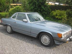 1988 Mercedes SL560 Cabrio Model 107 in Nice Diamond Bluemetallic